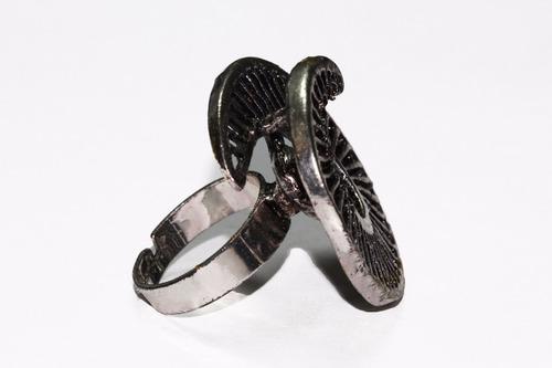 anillo acero dama plateado circular con grabados ase417
