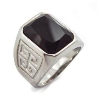 anillo acero inoxidable con piedra negra.