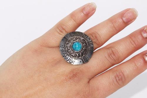 anillo acero plateado grabados circular centro azul ase318