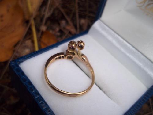 anillo antiguo con brillantes y rubi en oro