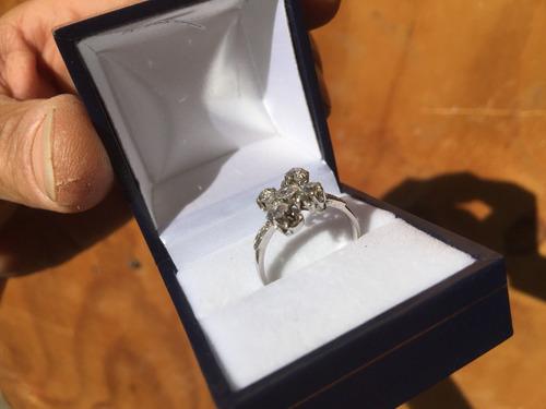 anillo brillantes y oro blanco garantizado a toda prueba.