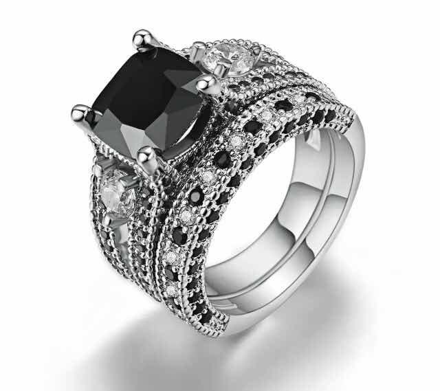 9c3fe4a4ef78 Anillo Compromiso Oro Blanco 18k Diamante Negro Churumbela ...