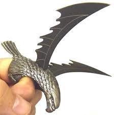 anillo con alas de navaja afiladas acero  hero edge