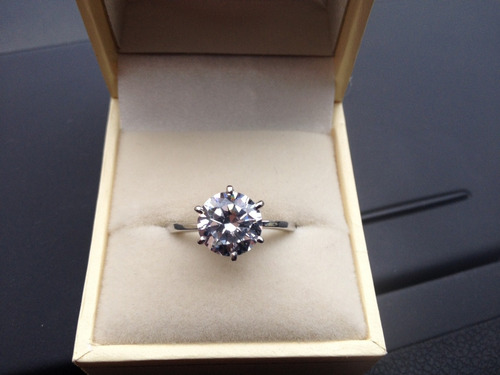 anillo con diamante cultivado de 250 pt redondo en oro 14k