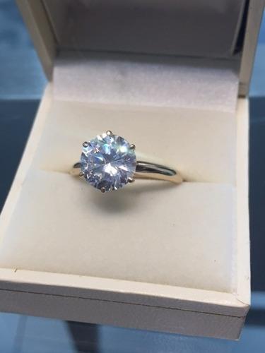 anillo con diamante cultivado de 250 pts. en oro 14k