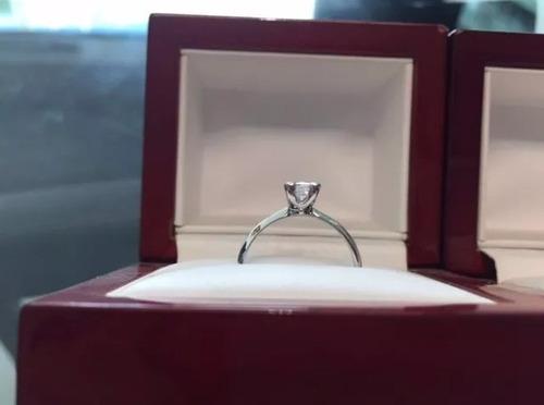 anillo con diamante cultivado princess de .30 pts.