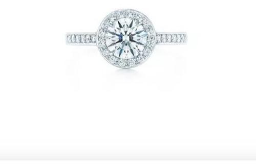 anillo con diamante cutivado de 1.00 ct. en oro 14k.