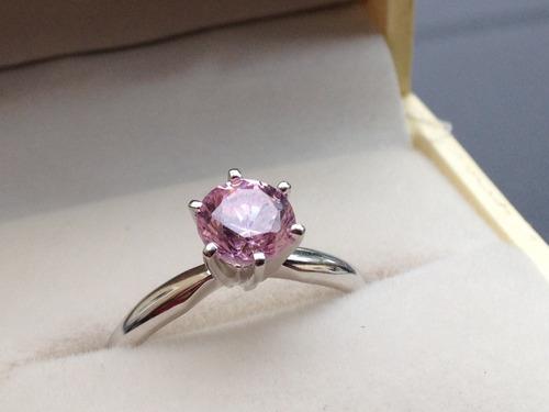 anillo con diamante rosa corte redondo 1.00 ct. y oro de 14k