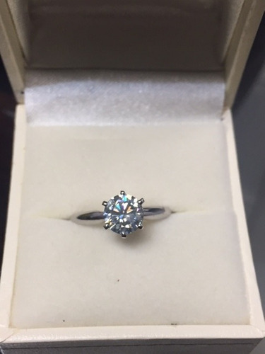 anillo con moissanita de 1.00 ct. redonda en oro de 14k -50%
