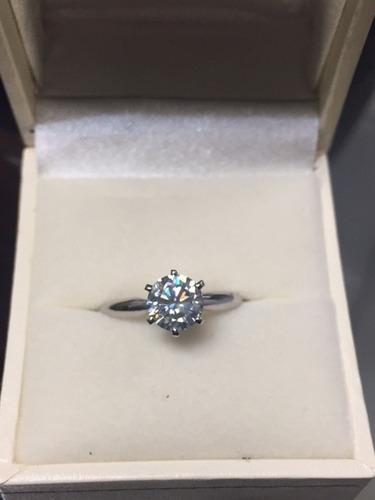 anillo con moissanita de 100 pts. en oro de 14k -50%
