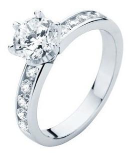 anillo con moissanita redonda de 1.00 cts en oro de 18k.