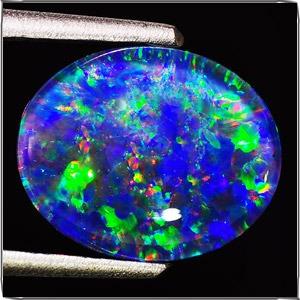 anillo con opalo natural corte cabuchon de  2.38 ct.