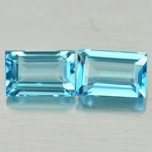 anillo con topacio natural azul corte esmeralda de .80 ct.