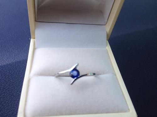anillo con zafiro natural azul redondo de 10 pts.