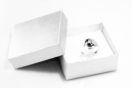 anillo con zirconias
