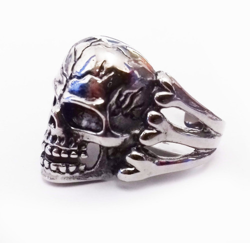 anillo de acero de calavera entre huesos skpalace excelente