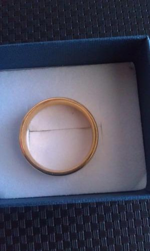 anillo de acero inoxidable color oro