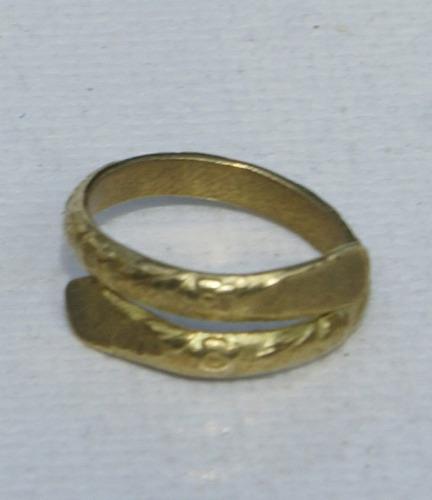 anillo de bronce hecho a mano
