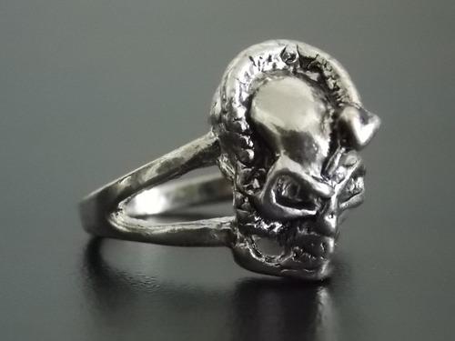 anillo de calavera con serpiente skpalace