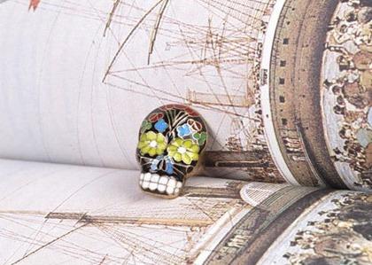 anillo de calavera hipercolorida  tipo mexicano