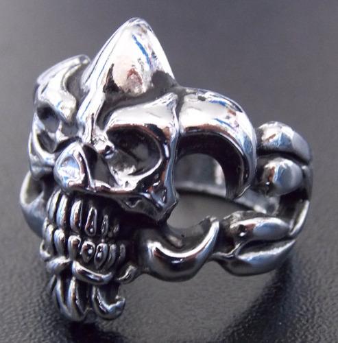 anillo de calavera tribal