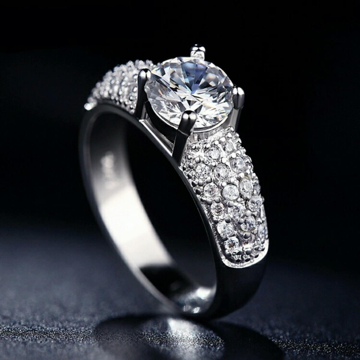 0bbef838b7e3 anillo de compromiso boda aniversario oro 18k con cristal. Cargando zoom.