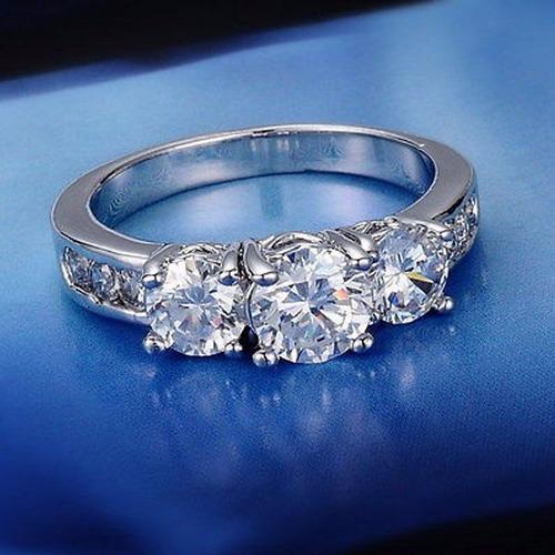 anillo de compromiso con baño de oro blanco 18k y topacio