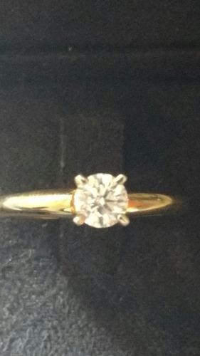 anillo de compromiso con diamante certificado gia
