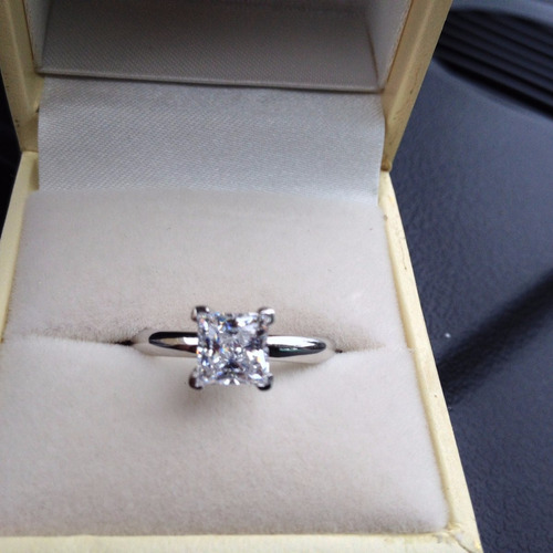 anillo de compromiso con diamante princess 1.00 cts.