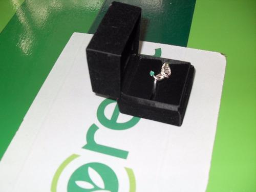 anillo de compromiso con esmeralda