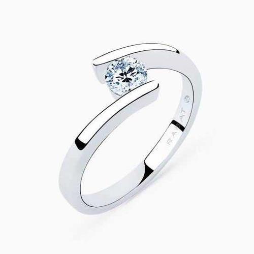 anillo de compromiso de plata bañado en oro blanco de 14k