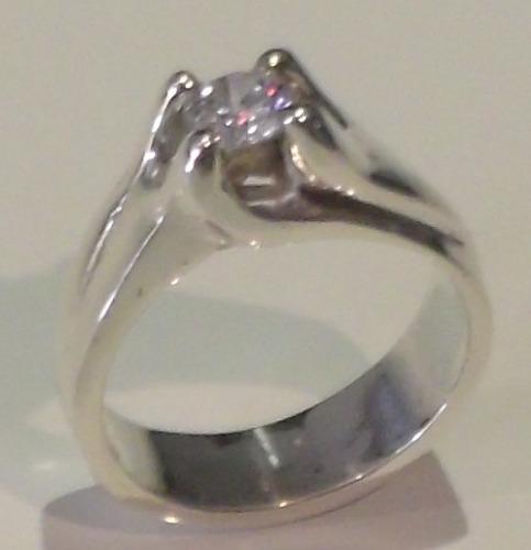 anillo de compromiso en oro blanco de 18kilates