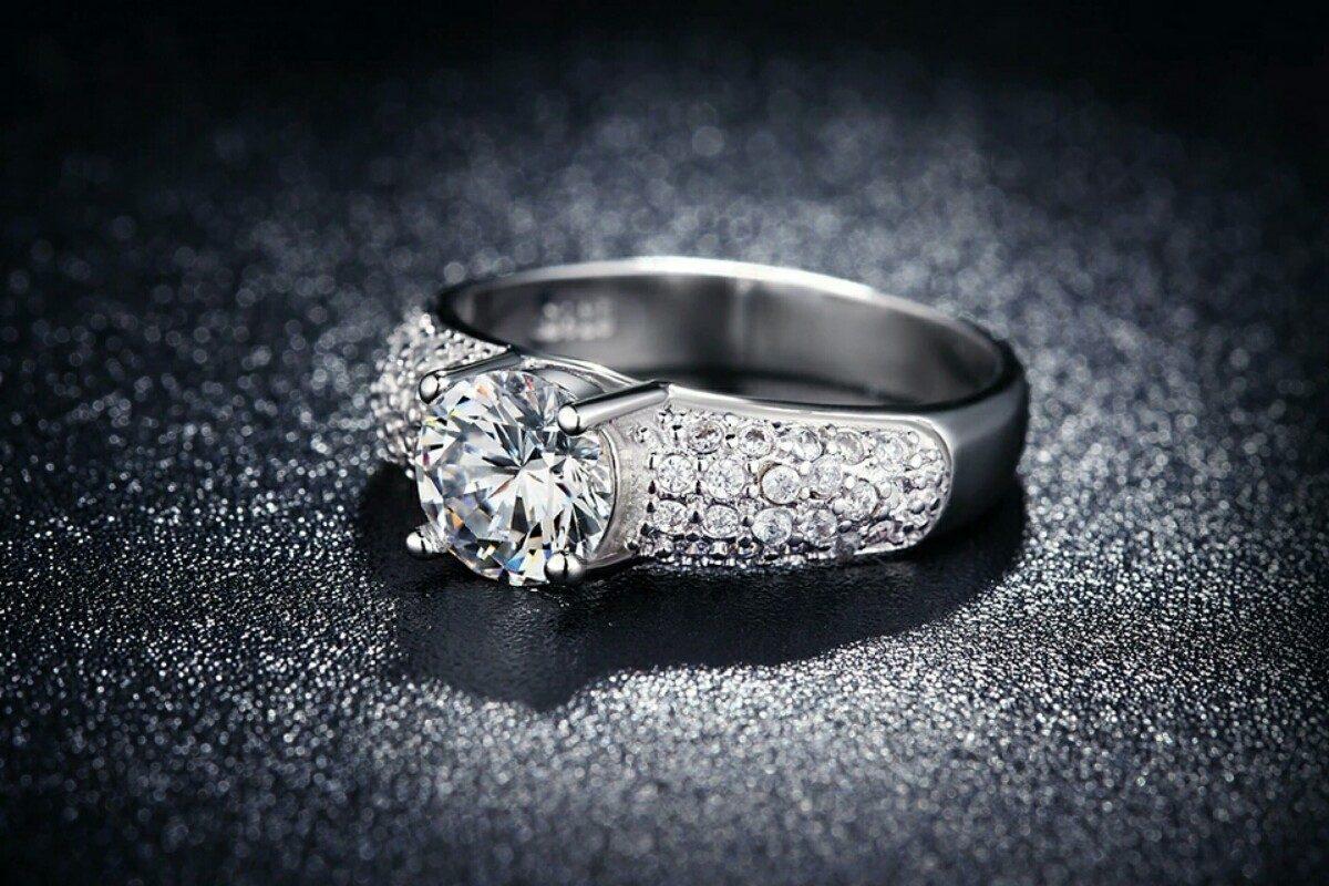 08c5dee52537 anillo de compromiso oro blanco 18k con cristales austriacos. Cargando zoom.