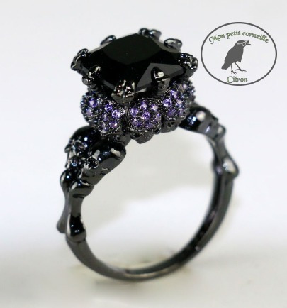 anillo de craneos y cristales goth compromiso fantasía