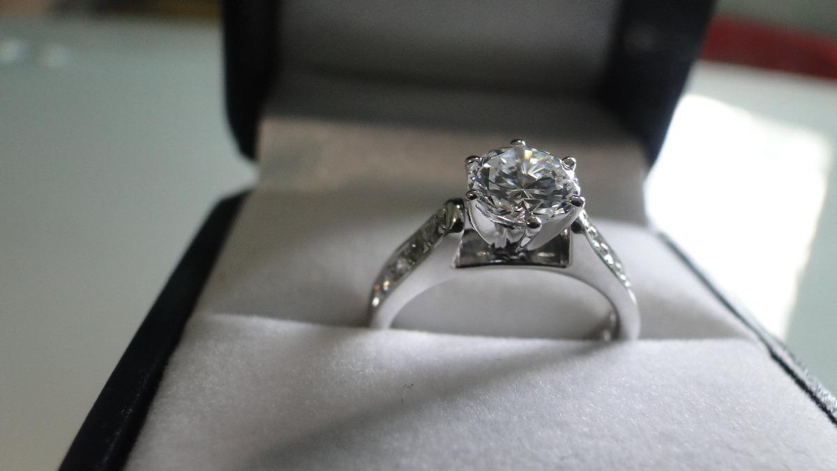Limpiar anillo oro blanco y brillantes