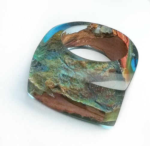 anillo de madera de piquillin y resina