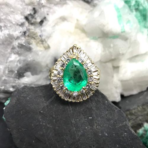 anillo de oro 14k con diamantes corte baguette y esmeralda