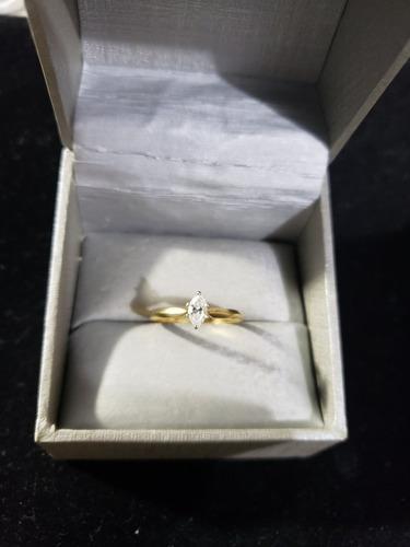 anillo de oro 18k con  diamante