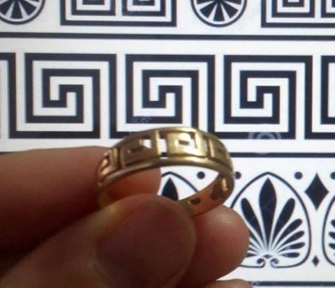 anillo de oro 18k con diseño griego