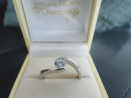 anillo de oro de 14k con diamante cultivado de 50 pts.