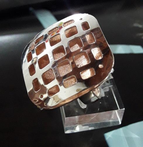 anillo de plata con baño de oro rosado .