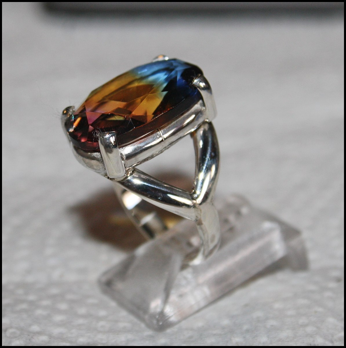 4d4d6e374e51 anillo de plata con cristal arcoiris. Cargando zoom.