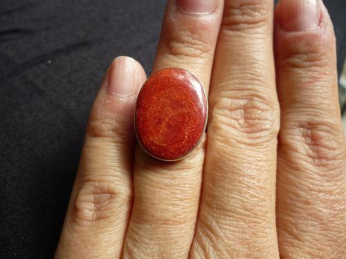 anillo de plata con piedra coral en forma de ovalo talla 5