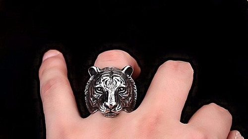 anillo de tigre en acero inoxidable