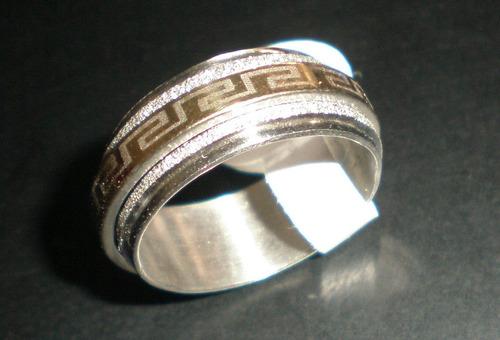 anillo dorado y brillante en acero bellos phithen noproblem