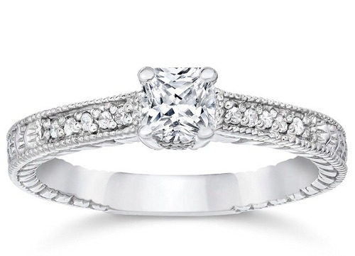 anillo en oro blanco 14k