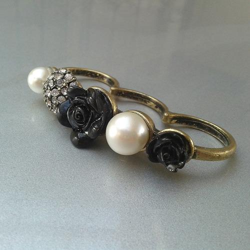 anillo manopla triple perla rosa negra