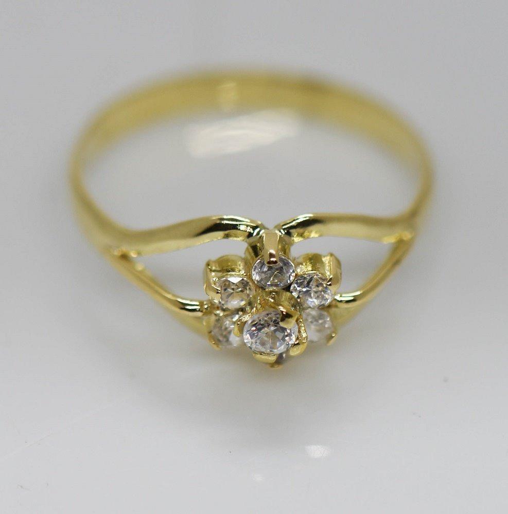 29792e46fbd1 anillo moderno flor oro 18 kilates zafiros blancos 1.8 grs. Cargando zoom.