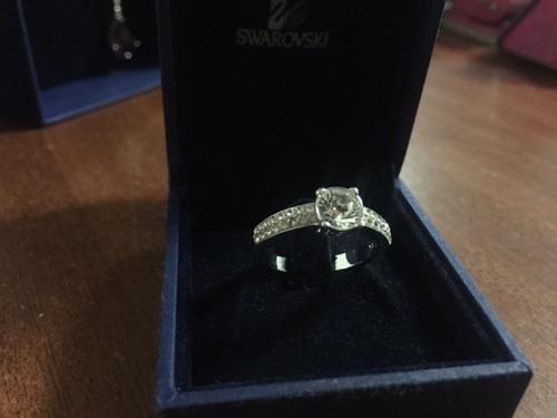 anillo nuevo de swarovski, elegante con diamantes.