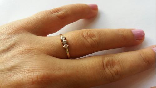 anillo oro  bajo con piedras zirconias delicado